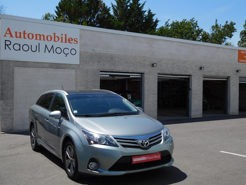 Toyota AVENSIS SW 124 D-4D SKYVIEW LIMITED EDITION Diesel GRIS Occasion à vendre